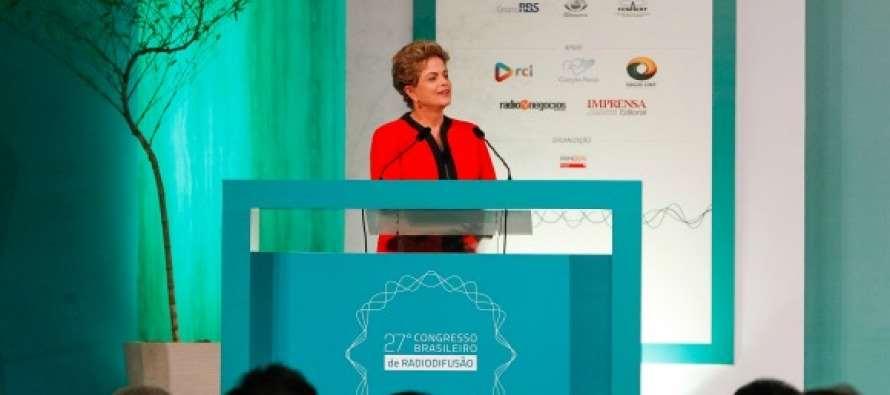 """#GovernoDilma: Assume """"compromisso inarredável"""" com a liberdade de expressão"""