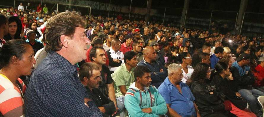 [Reurbanização] – Prefeito Carlos Grana (PT) se reúne com 400 famílias do Morro do Kibon/Vista Alegre