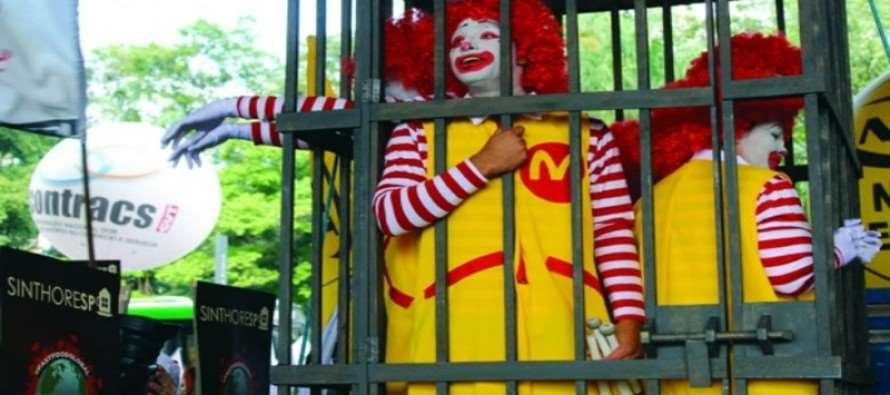 Em ato, trabalhadores denunciam abusos da rede McDonalds