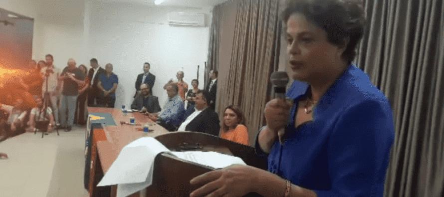 """Dilma: """"É inquestionável hoje que foi dado um golpe"""""""