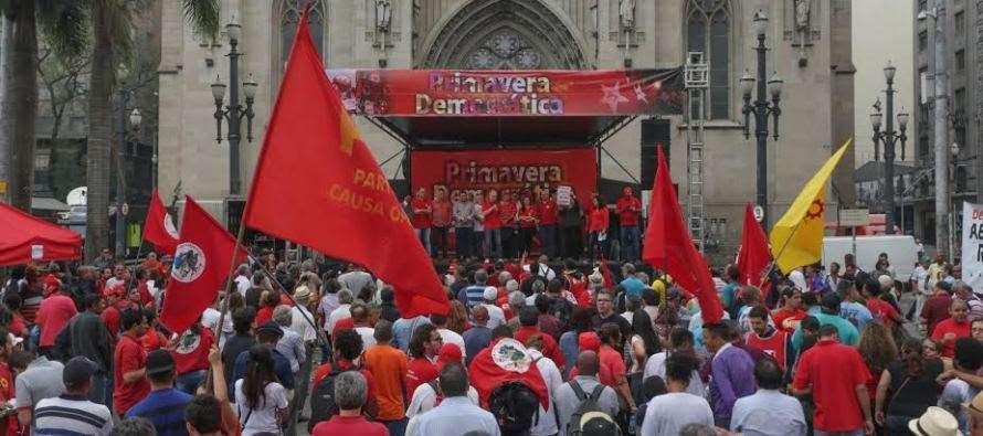 PT reúne mais de 3 mil pessoas em defesa da Democracia