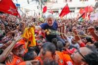 Pesquisas fortalecem Lula e candidatura é juridicamente viável