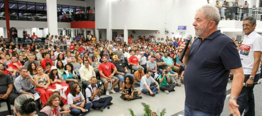 Lula, a jovens: Vocês precisam aflorar a política neste mundo novo