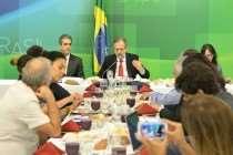 Ministro Rossetto diz a blogueiros que medidas estão sendo negociadas