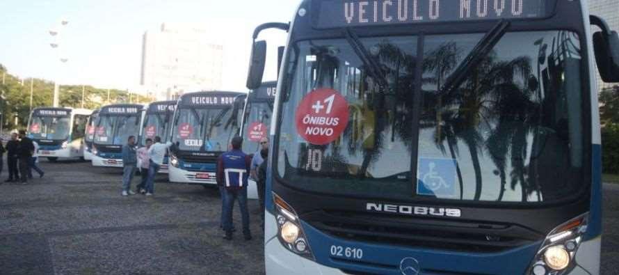 Com objetivo de renovar frota, Governo Grana entrega novos ônibus
