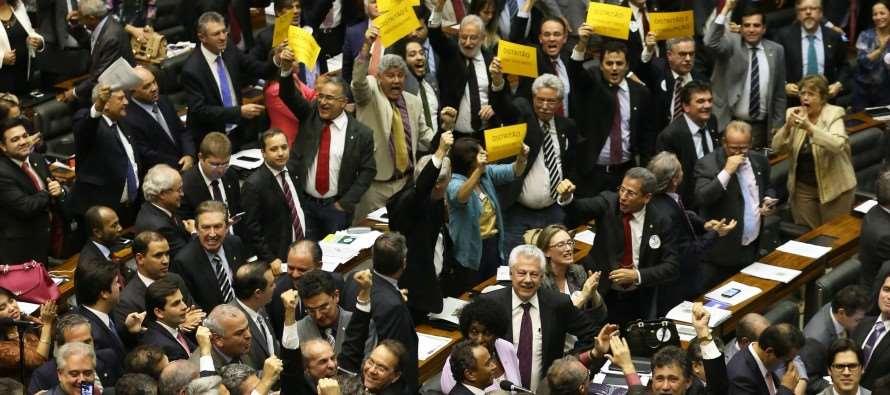 """Reforma política: """"Distritão"""" pode aumentar exclusão de mulheres no Parlamento"""