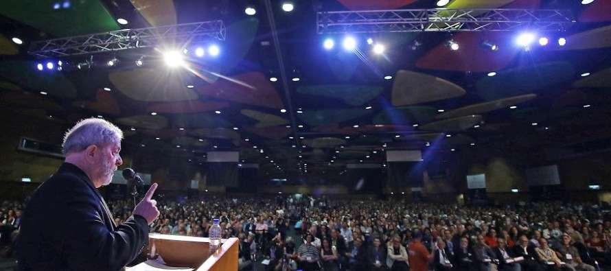 #Lula: Ex-presidente Lula Lula é ovacionado em discurso contra o golpismo e em favor da paz