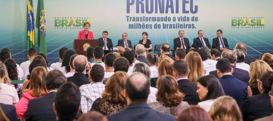 [GovernoDilma] Promessa de Campanha Dilma anuncia a criação de mais 2 milhões de vagas no PRONATEC