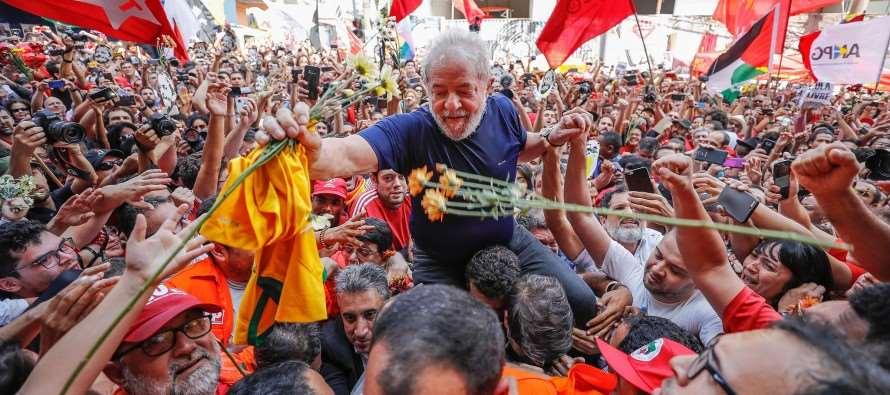 """Lula no ABC: """"Sairei dessa maior, mais forte, mais verdadeiro e inocente"""""""