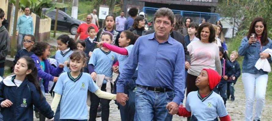 Parceria entre Governos Grana e Dilma entrega mais ônibus escolares