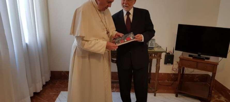 Papa Francisco envia mensagem de próprio punho a Lula