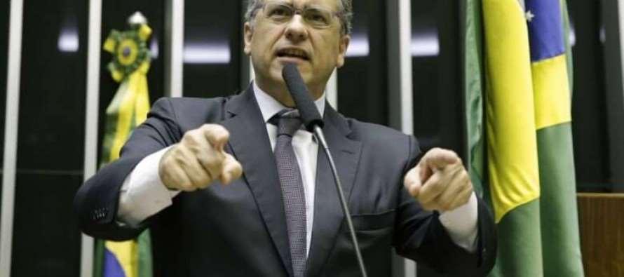 """Reforma Política: PT vota contra e ajuda a derrotar """"distritão"""""""