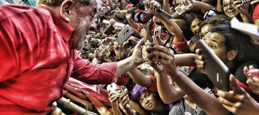 """Lula no Rio: """"Esse país pode voltar a sorrir e ser respeitado"""""""